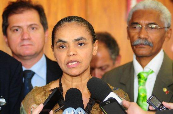 A ex-senadora Marina Silva, ladeada dos deputados federais que mais parecem seguranças, Simplício Araújo e Domingos Dutra. Foto: Divulgação