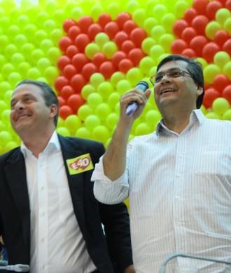 http://www.marcelovieira.blog.br/wp-content/uploads/2014/04/flavio-dino-eduardo-campos-psb-assembleia-legislativa-maranhao-e1379187642442.jpg